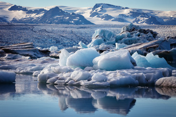 Jokulsarlon, with icebergs ready to head out to sea at low tide, Vatnajokull National Park, Iceland