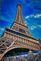 Papiers peints Las Vegas Paris Las Vegas hotel and casino in Las Vegas Nevada USA. It includes a half scale 541-foot (165 m) tall replica of the Eiffel Tower