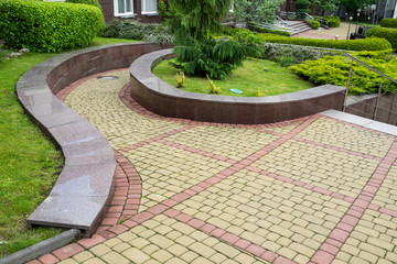 Photo sur Plexiglas Marron chocolat curved stone walkway from pavers in landscape design and sidewalk decoration