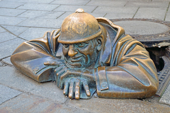 Statue of Man at work on the public road in Bratislava