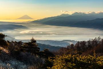 Wall Mural - 富士山と諏訪湖、長野県岡谷市高ボッチ高原にて