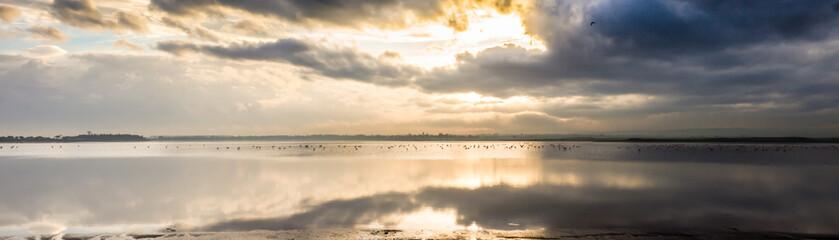 Zachód słońca nad jeziorem Cypr Larnaka Salt Leke
