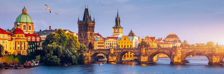 Deurstickers Oost Europa Charles Bridge, Old Town and Old Town Tower of Charles Bridge, Prague, Czech Republic. Prague old town and iconic Charles bridge, Czech Republic. Charles Bridge (Karluv Most) and Old Town Tower.