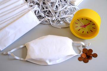 Zeit und Geld spielt große Rolle im Zeitraum der Pandämie. Not und Mangel von Behelfsmasken auf dem Markt. Wenig Schutz vor Corona Virus
