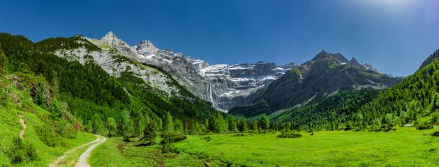 Großer Wasserfall im Cirque de Gavarnie, Nationalpark Pyrenäen, Frankreich Fototapete