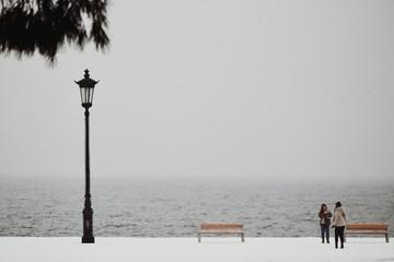 Fotomurales - Full Length Of Women Standing On Pier By Lake Against Sky During Winter