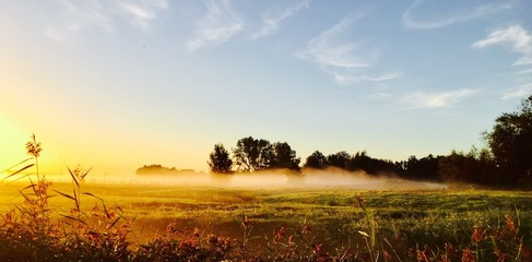 Foto auf AluDibond Beige Countryside Landscape Against The Sky
