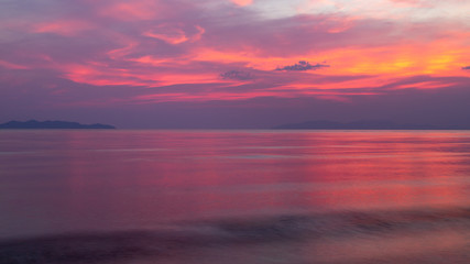 Papiers peints Grenat beautiful sea and sky at twilight time