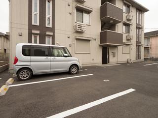 Fototapete - 住宅街の駐車場