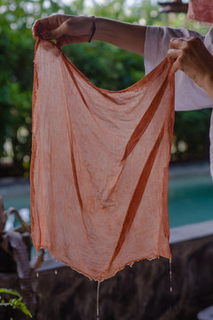 hand dyeing fabrics made from natural dyes