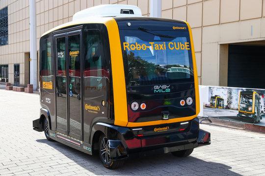 Robo-Taxi CUbE