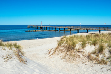 Fototapete - Seebrücke an der Ostseeküste in Wustrow auf dem Fischland-Darß