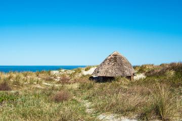 Fototapete - Strandhütte an der Ostseeküste in Wustrow auf dem Fischland-Darß