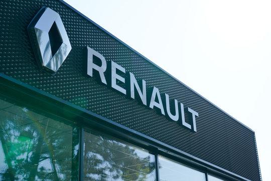 renault sign logo on station car dealership store garage