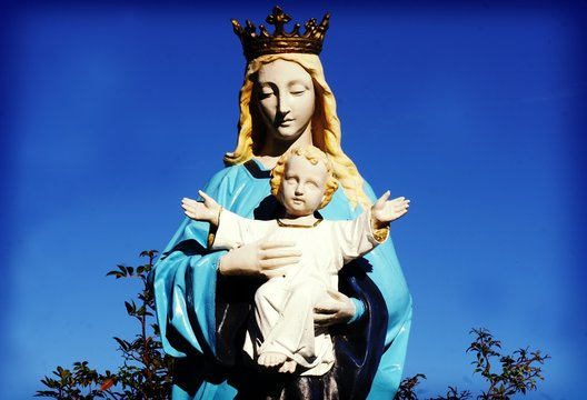 Sculpture Of Virgin Mary With Child Jesus