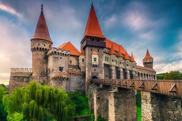 Admirable tourist attraction with medieval Corvin castle, Hunedoara, Transylvania, Romania Fototapete