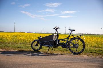 Foto auf AluDibond Fahrrad Lastenfahrrad