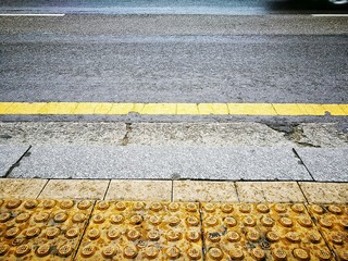 Fotomurales - Yellow Marking On Road