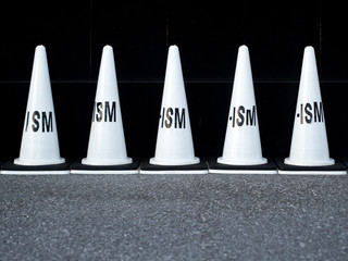 Fotomurales - Text On White Traffic Cones