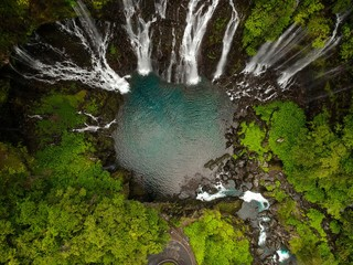 Photo sur Plexiglas Rivière de la forêt Bird eye view of the grand galet waterfall in reunion island