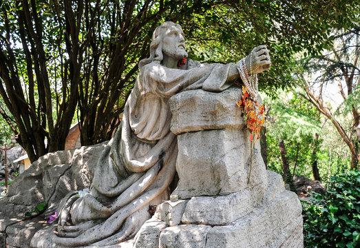 statue of Jesus praying,Via cruccis,Tandi