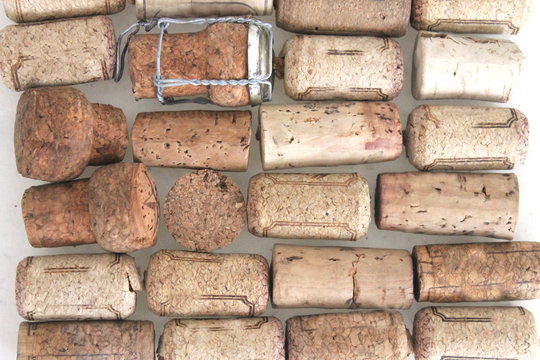 many wine cork lay in ordering pattern