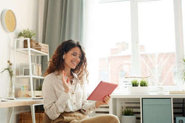 Modern young woman wearing stylish having video conference with her coworkers while staying at home Fotobehang