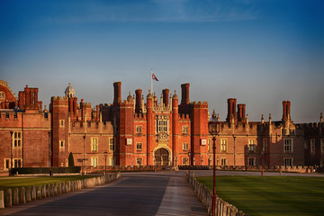 Hampton court architecture history palace holidays travel medieval historic tourism