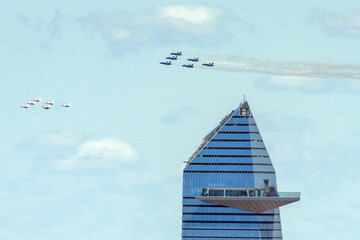 Thunderbirds and Blue Angels fly over New York City to honor first responders