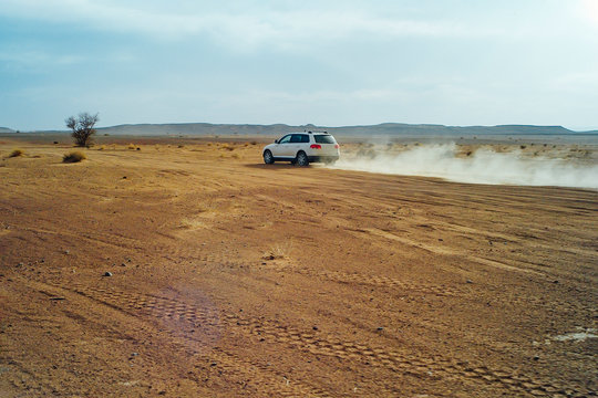 A 4x4 car at high speed through the desert of Morocco