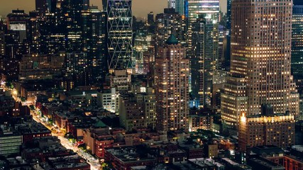 Fotomurales - Zoom in on contemporary buildings in financial district of New York - Manhattan with lights turning on and off, time lapse effect of architecture skyline with commercial constructions at urbanity