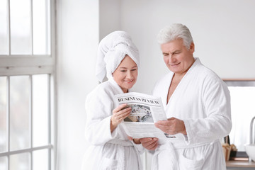 Fotomurales - Mature couple reading newspaper in bathroom