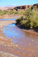 Dolina Wadi, koryto rzeki w mieście Warzazat w Moroko