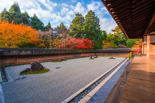 京都 龍安寺の石庭 紅葉