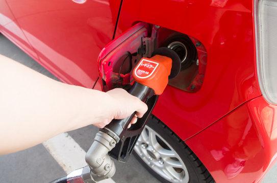 自動車 ガソリン 給油