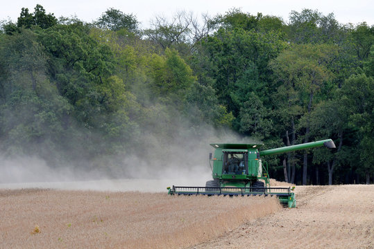 ROSCOE, ILLINOIS - September 10,2019: John Deere 9510 combine harvesting soybeans