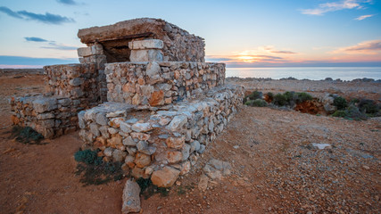 antigua construcción militar en punta nati ciutadella menorca