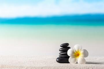 Photo sur Plexiglas Zen pierres a sable Stack of zen stones on sand beach