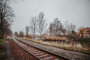 Schienen in Landschaft