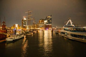 Elbphilharmonie bei Nacht