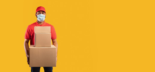 Photo sur Toile Pays d Asie African Delivery Man Holding Boxes Wearing Mask, Yellow Background, Panorama