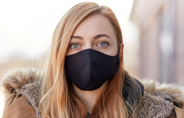 Stores à enrouleur Tissu health, safety and pandemic concept - young woman wearing black face protective reusable barrier mask outdoors