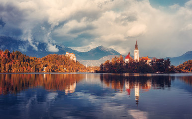 Fotomurales - Wonderful Nature landscape. Great view of Famouse Bled Lake in summer day. Amazing Sunny Scenery with fairy tale lake during sunset. Julian Alps. Slovenia.