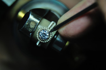 Fixing a gem into a jewelry ring during the manufacturing process