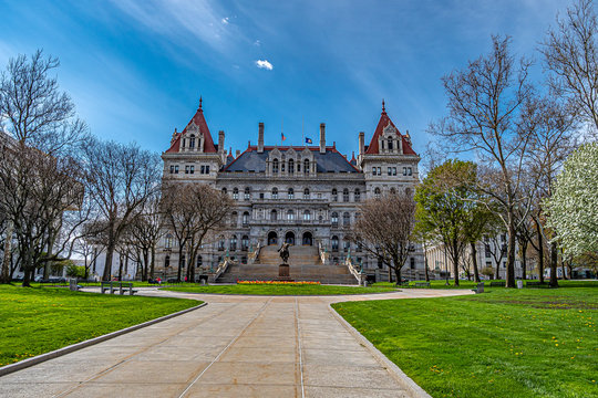 the capitol building in albany ny
