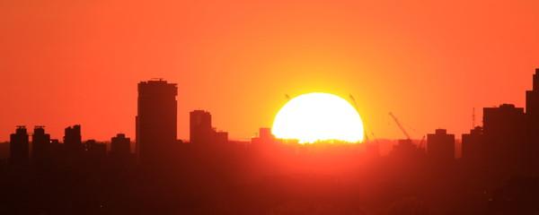 Aluminium Prints Coral Zachód słońca nad miastem, Williamsburg NY