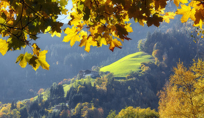 Fotomurales - Beautiful autumn scene. View over Zeller See lake. Center of the alpine city Zell am See, Salzburger Land, Austria, Europe. Amazing nature landscape.