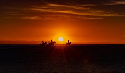 Hiszpańskie wędrówki przy zachodzie słońca