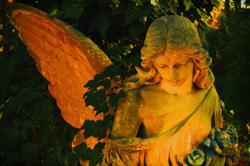 Fotomurales - Beautiful sad angel. Vintage styled image of ancient statue. Fragment of sculpture. Horizontal image.