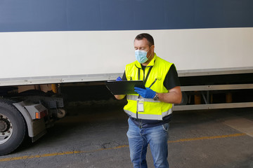 Autocollant pour porte Kiev young worker at express courier with Coronavirus protection mask